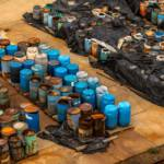 Several barrels of toxic waste at the dump In Somalia haben die illegalen Giftmüllablagerungen schwerwiegende Folgen für Mensch und Umwelt. Symbolbild | Bild (Ausschnitt): © Svedoliver - Dreamstime.com