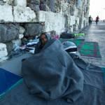 Flüchtling in Griechenland Flüchtling auf der Straße in Griechenland. | Bild (Ausschnitt): © Dimaberkut - Dreamstime
