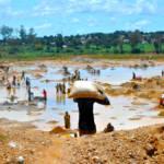 Kupfer waschen DR Kongo Kupfer und Kobalt bilden die Grundlage für Produkte, die viele Millionen Menschen täglich nutzen - und sind in der DR Kongo reichlich vorhanden. | Bild (Ausschnitt): © Fairphone [CC BY-NC 2.0] - Flickr