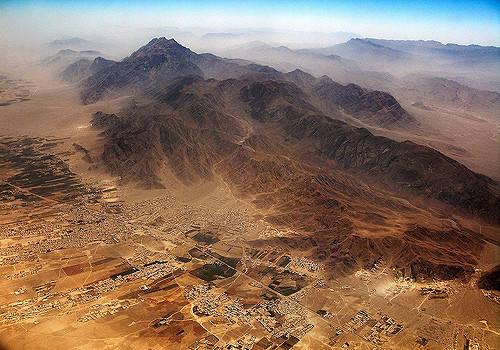 Balochistan-Wüste in Pakistan Die Balochistan-Wüste in Pakistan. Das Land am Hindukusch hat seit jeher ein trockenes Klima. Der Klimawandel verstärkt den Wassermangel in der Region derzeit zusätzlich |  Bild: © Michael Foley [CC BY-NC-ND 2.0]  - flickr