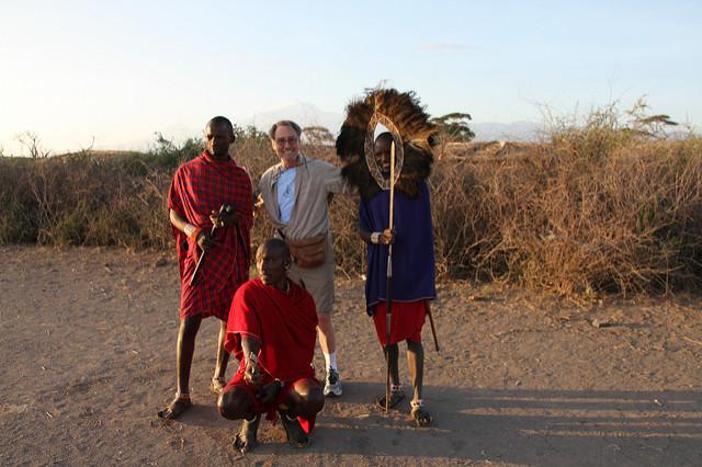 Massai mit Touristen