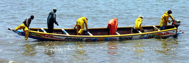Senegalisisches Fischerboot Die seneglaischen Fischer suchen verzweifelt nach Fang |  Bild: © Sebastián Losada [CC BY-SA 2.0]  - Flickr