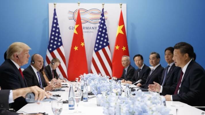 Verhärtete Fronten: Der Handelskrieg zwischen den USA und China eskaliert immer mehr - und zwingt dabei andere Länder sich für eine der beiden Seite zu entscheiden Verhärtete Fronten: Der Handelskrieg zwischen den USA und China eskaliert immer mehr - und zwingt dabei andere Länder sich für eine der beiden Seite zu entscheiden |  Bild: © 禁书 网 [CC BY-NC-ND 2.0]  - Flickr