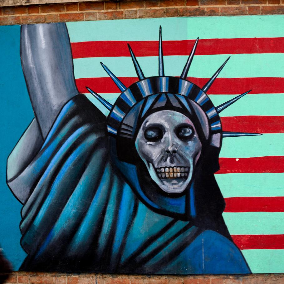 Die ehemalige amerikanische Botschaft in Teheran ist inzwischen mit anti-amerikanischen Bildern bemalt