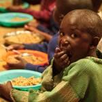 Besonders Kinder und Frauen leiden unter großem Hunger | Bild (Ausschnitt): © Feed My Starving Children (FMSC) [Attribution 2.0 Generic (CC BY 2.0) ] - flickr